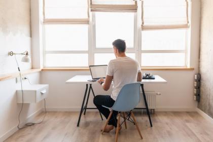 Jakie meble wybrać do stworzenia home office?